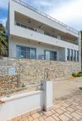 Фасад дома. Черногория, Ульцинь : Вилла с панорамным видом на море и красивым дизайном, 4 спальни, 2 ванные комнаты, две большие террасы, паркоместо