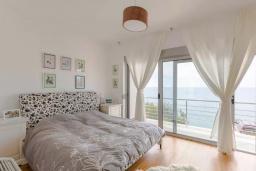 Спальня. Черногория, Ульцинь : Вилла с панорамным видом на море и красивым дизайном, 4 спальни, 2 ванные комнаты, две большие террасы, паркоместо