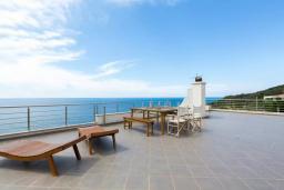 Терраса. Черногория, Ульцинь : Вилла с панорамным видом на море и красивым дизайном, 4 спальни, 2 ванные комнаты, две большие террасы, паркоместо