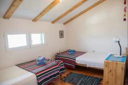 Спальня 3. Черногория, Герцег-Нови : Вилла с шикарным видом на море, 2 гостиные, 5 спален, 3 ванные комнаты, дворик с местом для барбекю