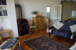 Гостиная. Черногория, Герцег-Нови : Вилла с шикарным видом на море, 2 гостиные, 5 спален, 3 ванные комнаты, дворик с местом для барбекю