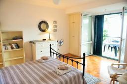 Спальня 4. Черногория, Герцег-Нови : Вилла с шикарным видом на море, 2 гостиные, 5 спален, 3 ванные комнаты, дворик с местом для барбекю