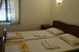 Спальня 3. Черногория, Рафаиловичи : Каменный дом в 100 метрах от моря, 4 спальни, 3 ванные комнаты, большая терраса