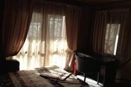 Спальня. Черногория, Сутоморе : Вилла с бассейном, большая гостиная, 5 спален, 4 ванные комнаты, место для барбекю, Wi-Fi