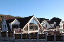 Фасад дома. Черногория, Сутоморе : Вилла с бассейном, большая гостиная, 5 спален, 4 ванные комнаты, место для барбекю, Wi-Fi