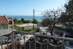 Вид на море. Черногория, Сутоморе : Вилла с двумя гостиными-кухнями, 4 спальни, 2 ванные комнаты, парковка, место для барбекю