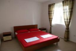 Спальня 3. Черногория, Сутоморе : Вилла с двумя гостиными-кухнями, 4 спальни, 2 ванные комнаты, парковка, место для барбекю