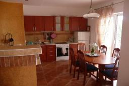 Кухня. Черногория, Шушань : Дом с видом на море, 4 спальни, 2 ванные комнаты, 2 террасы, парковка, место для барбекю