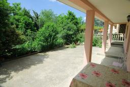 Терраса. Черногория, Ораховац : Студия с террасой в 20 метрах от пляжа