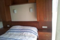 Спальня. Черногория, Зеленика : Апартамент с балконом и видом на море, с гостиной и отдельной спальней