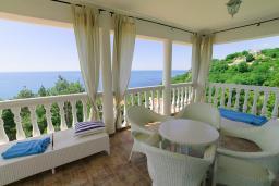 Балкон. Черногория, Шушань : Шикарная вилла с 5 спальнями и видом на море, с садом, местом для барбекю, приватной парковкой, Wi-Fi