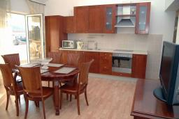 Кухня. Черногория, Сутоморе : Просторный пентхаус с гостиной, тремя спальнями и двумя ванными комнатами