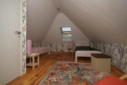 Спальня. Черногория, Герцег-Нови : Каменный дом с двориком, 2 гостиные, 4 спальни, 3 ванные комнаты, Wi-Fi