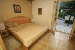 Спальня 4. Черногория, Герцег-Нови : Каменный дом с двориком, 2 гостиные, 4 спальни, 3 ванные комнаты, Wi-Fi