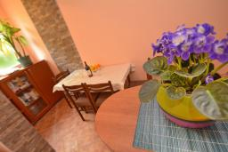 Кухня. Черногория, Доброта : Апартамент с видом на море, гостиная и отдельная спальня