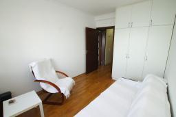 Спальня 2. Черногория, Игало : Апартамент с балконом и шикарным видом на море, гостиная, две отдельные спальни, Wi-Fi