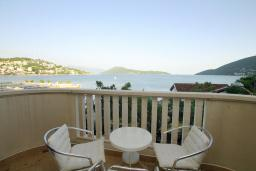 Вид на море. Черногория, Игало : Апартамент с балконом и шикарным видом на море, гостиная, две отдельные спальни, Wi-Fi