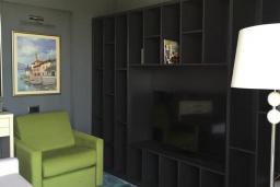 Гостиная. Черногория, Тиват : Номер-студио Делюкс с балконом и видом на море