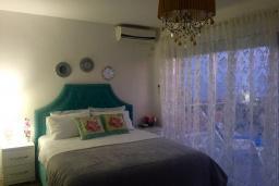 Спальня. Черногория, Кримовица : Вилла с видом на море, 4 спальни, 2 ванные комнаты, зеленый дворик, место для барбекю, парковка, Wi-Fi