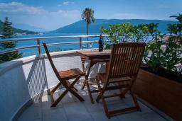 Балкон. Черногория, Мельине : Апартамент в 30 метрах от пляжа и с видом на море, 2 спальни