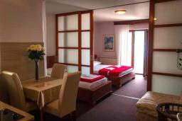 Гостиная. Черногория, Мельине : Апартамент в 30 метрах от пляжа и с видом на море, 2 спальни
