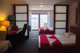 Спальня. Черногория, Мельине : Апартамент в 30 метрах от пляжа и с видом на море, 2 спальни