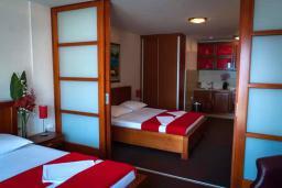Спальня 2. Черногория, Мельине : Апартамент в 30 метрах от пляжа и с видом на море, 2 спальни