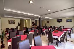 Кафе-ресторан. Kapri 3* в Игало