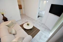 Гостиная. Черногория, Доброта : Апартамент с террасой, 30 метров до моря