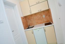 Кухня. Черногория, Доброта : Апартамент с террасой, 30 метров до моря