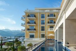 Фасад дома. Regent Porto Montenegro 5* в Тивате