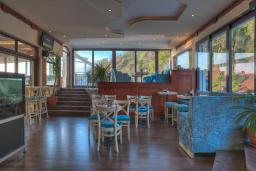 Кафе-ресторан. Adrovic 3* в Свети Стефане