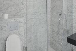 Ванная комната. Черногория, Будва : Улучшенный номер