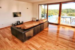 Гостиная. Черногория, Герцег-Нови : Шикарная вилла с бассейном и видом на море, 4 спальни, 4 ванные комнаты, дворик, гараж