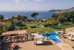 Территория. Черногория, Сутоморе : Шикарная вилла с бассейном и зеленой территорией, большая гостиная, 2 спальни, 2 ванные комнаты, джакузи, место для барбекю, Wi-Fi