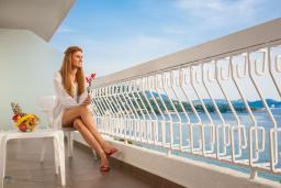 Балкон. Черногория, Сутоморе : Классический двухместный номер с видом на море