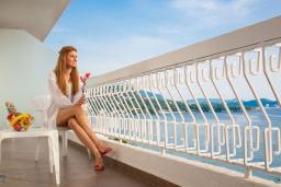 Балкон. Черногория, Сутоморе : Улучшенный двухместный номер с видом на море