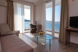 Гостиная. Черногория, Сутоморе : Люкс с видом на море