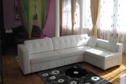 Гостиная. Черногория, Добра Вода : Двухуровневые апартаменты