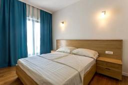 Спальня 2. Черногория, Дженовичи : Шикарная вилла с бассейном и видом на море, 5 спален, 3 ванные комнаты, камин, сауна, Wi-Fi