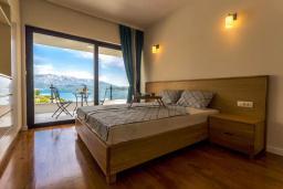 Спальня 3. Черногория, Дженовичи : Шикарная вилла с бассейном и видом на море, 5 спален, 3 ванные комнаты, камин, сауна, Wi-Fi