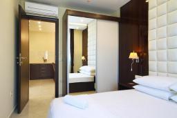 Спальня 2. Черногория, Бечичи : Апартамент с балконом и шикарным видом на море, с гостиной и двумя отдельными спальнями