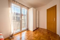 Спальня 3. Черногория, Бечичи : Апартамент с гостиной, 3-мя спальнями и балконом