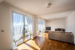 Гостиная. Черногория, Бечичи : Пентхаус с шикарным видом на море, с гостиной, 3-мя спальнями и балконом
