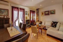 Гостиная. Черногория, Будва : Вилла с бассейном, большой гостиной, 2-мя спальнями, 2-мя ванными комнатами, Wi-Fi