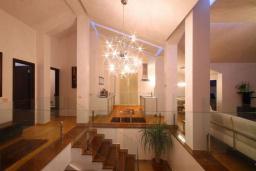 Коридор. Черногория, Бечичи : Пентхаус с огромной гостиной, 3-мя спальнями, большим балконом с шикарным видом на море