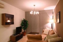 Гостиная. Черногория, Бечичи : Апартаменты с 2 спальнями и террасой