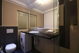 Ванная комната. Черногория, Бечичи : Апартаменты Делюкс с 1 спальней и балконом
