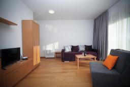 Студия (гостиная+кухня). Черногория, Будва : Студия в 50 метрах от пляжа с балконом и видом на море