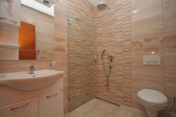 Ванная комната. Черногория, Рафаиловичи : Студио №702 с видом на море